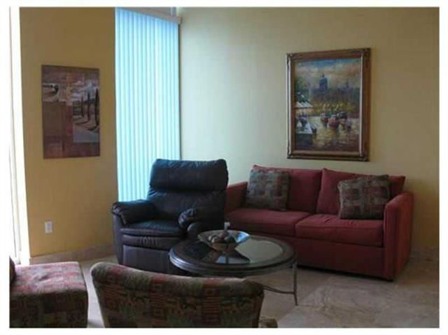 Miami Beach: 1/1.5 Seasonal apartment (Collins Ave., 33141)