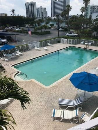 Miami Beach: 2/2 Totally remodeled apartment (East Dr., 33141)