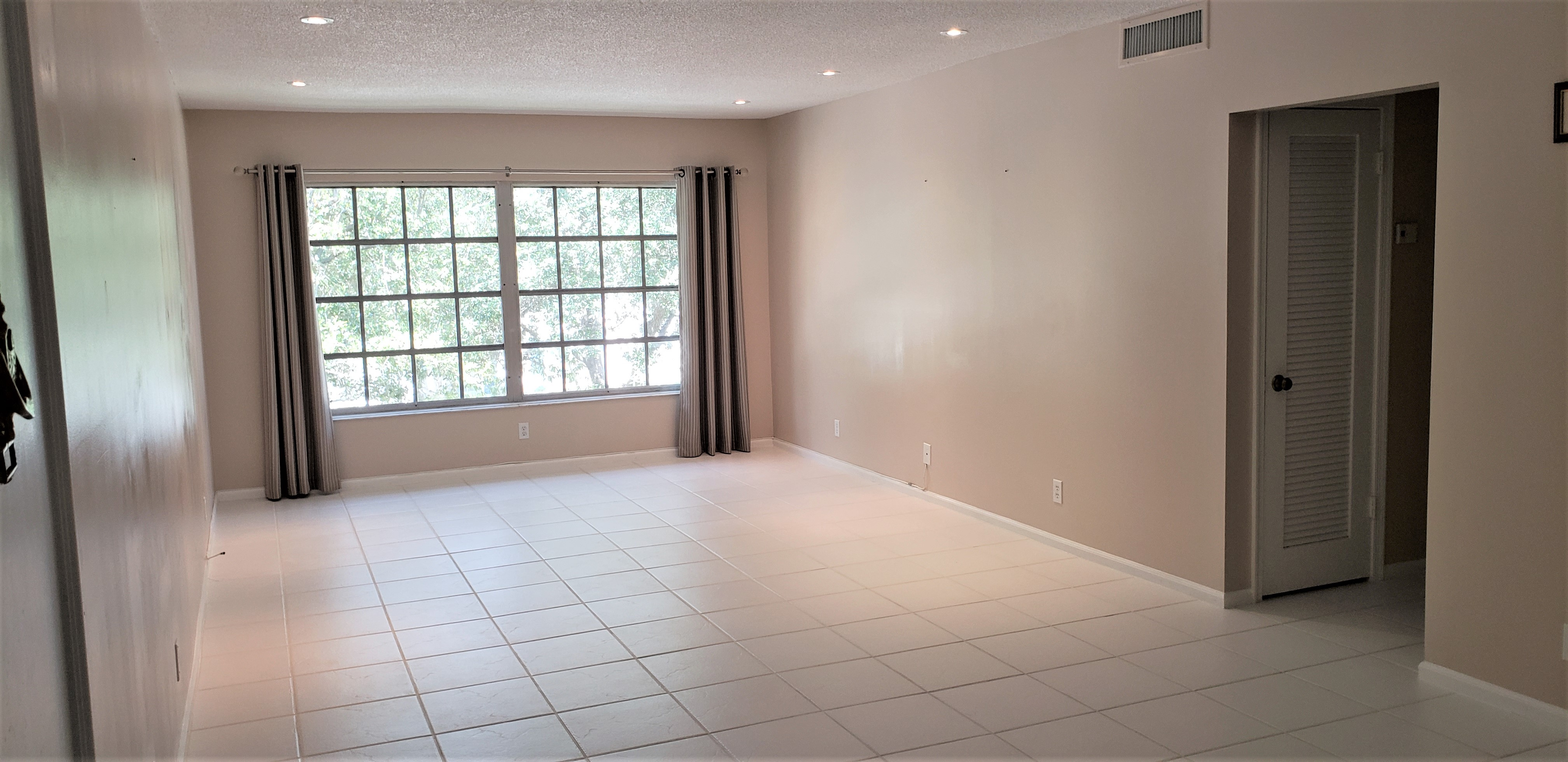 Desirable NE Ft Laud minutes from the Beach close to shoppes very clean and ready to move in