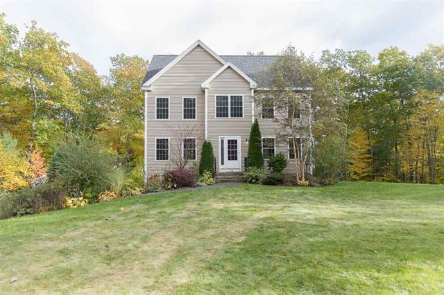 Price Improved! Lovely 2007 Colonial with a contemporary flair and touch of elegance