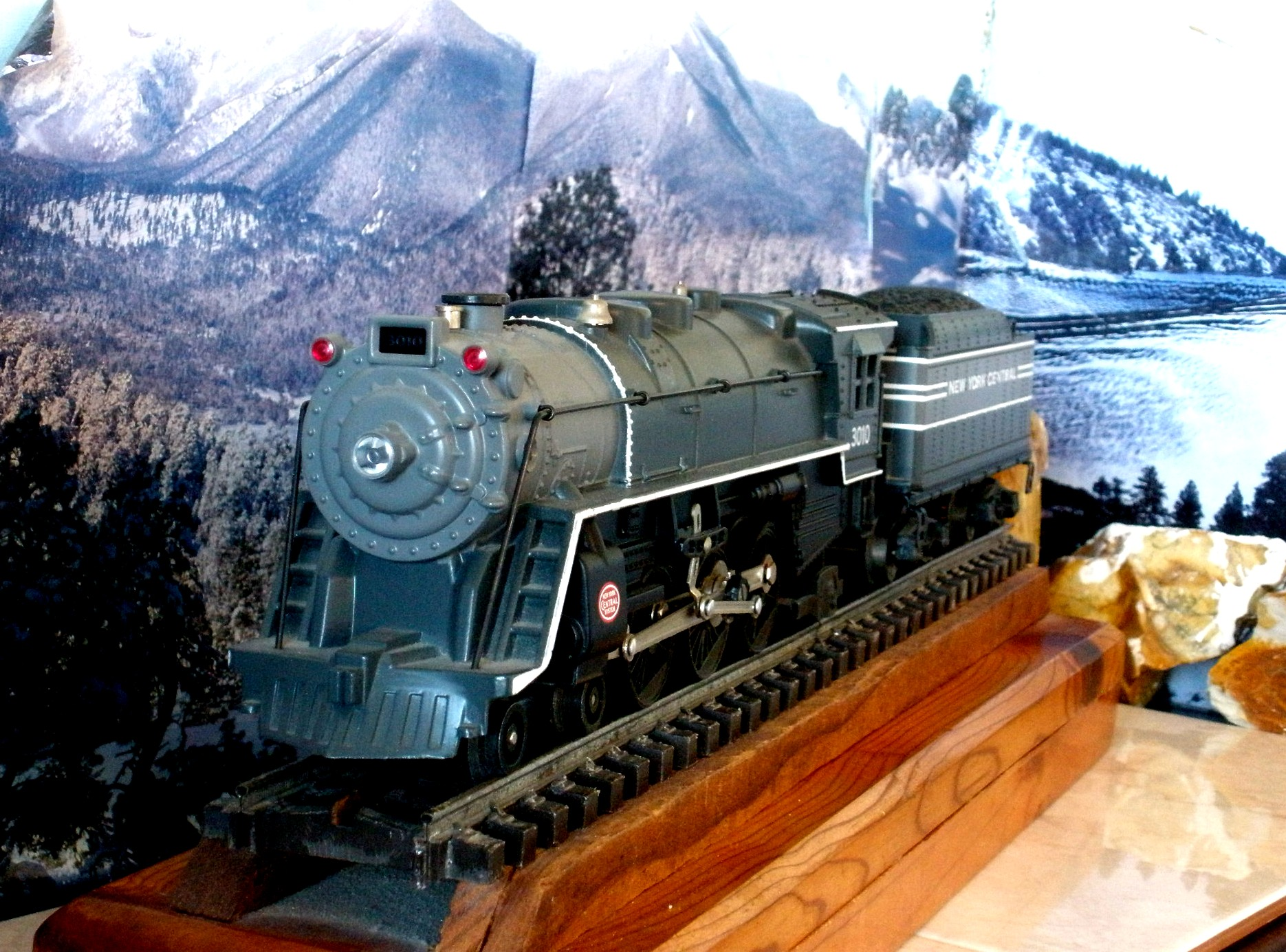 "Kline ""O""/""O-27"" model New York Central locomotive and tender"