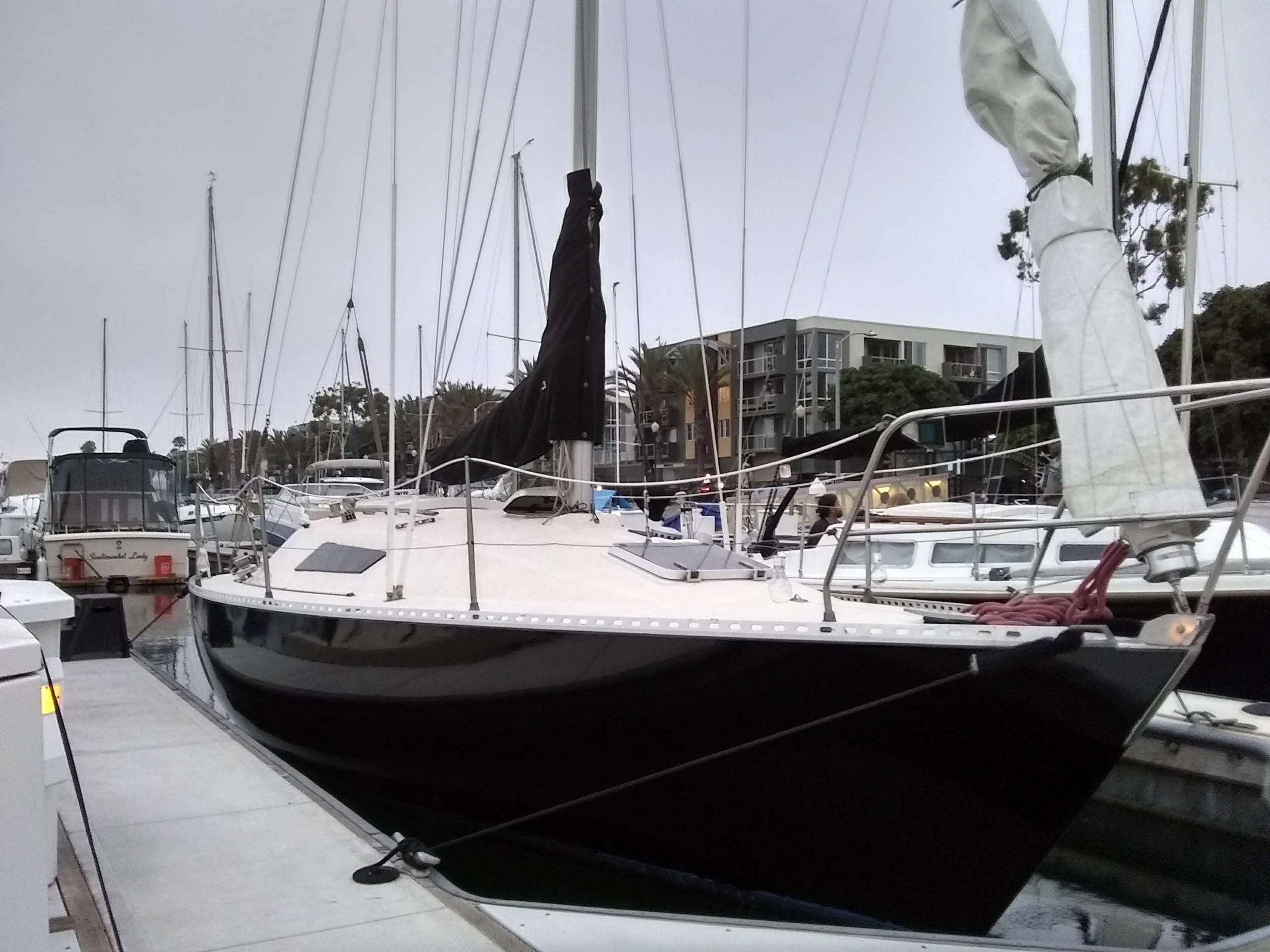 """Experience the waters of California on the beautiful sailing yacht """"28 'Beneteau"""""""