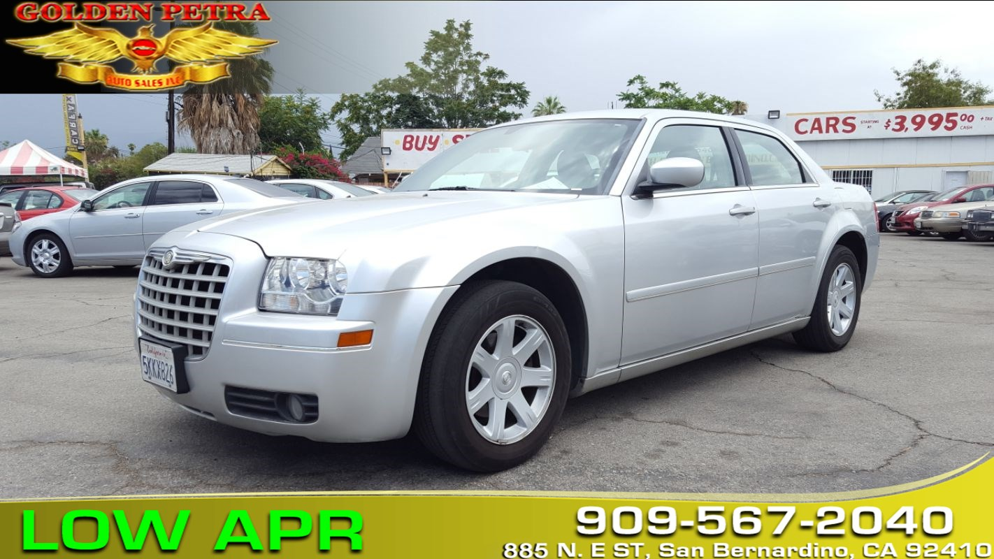 2005 Chrysler 300 **EASY & FAST Financing**