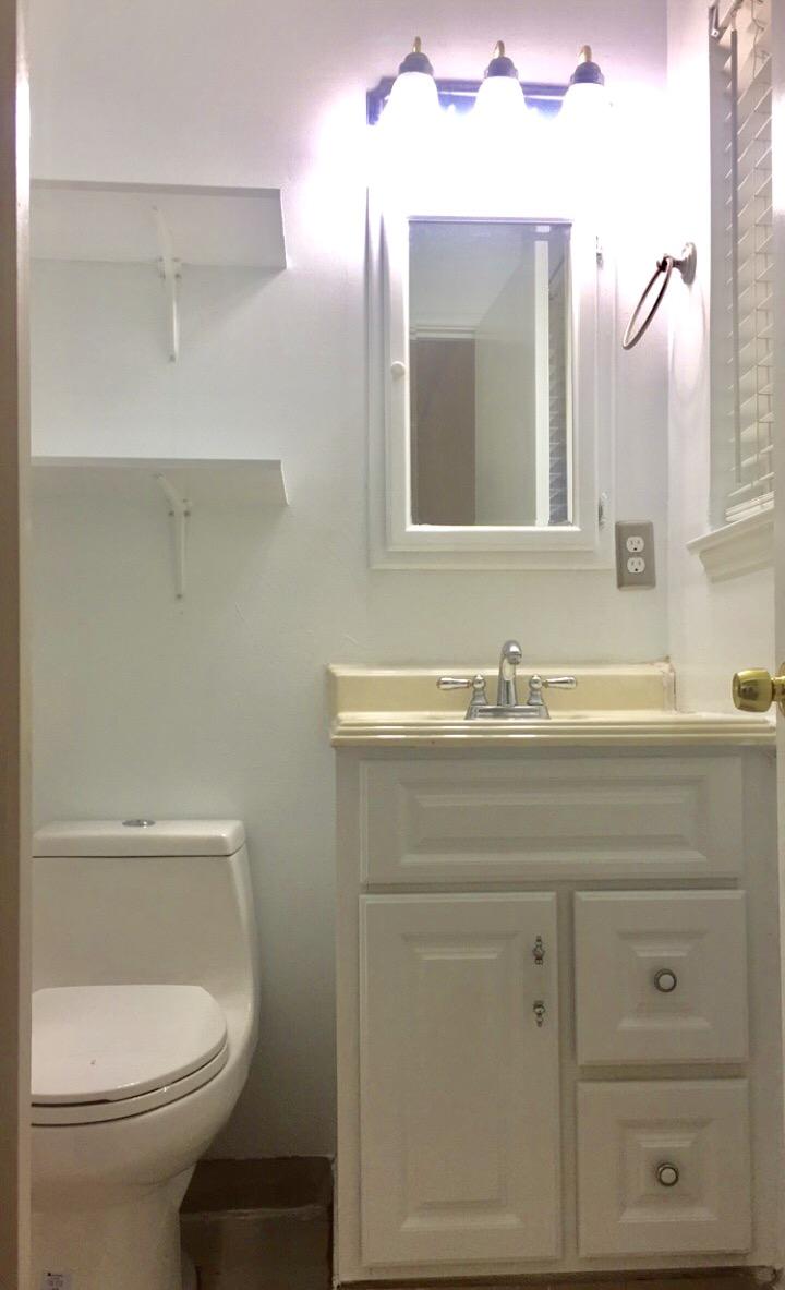 Master bedroom for rent 300 ft2 (Rancho cordova)