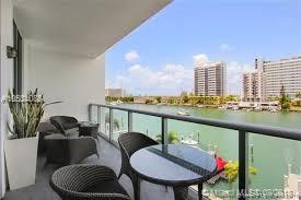 Miami Beach: 1/2 City views apartment (E East Dr., 33141)