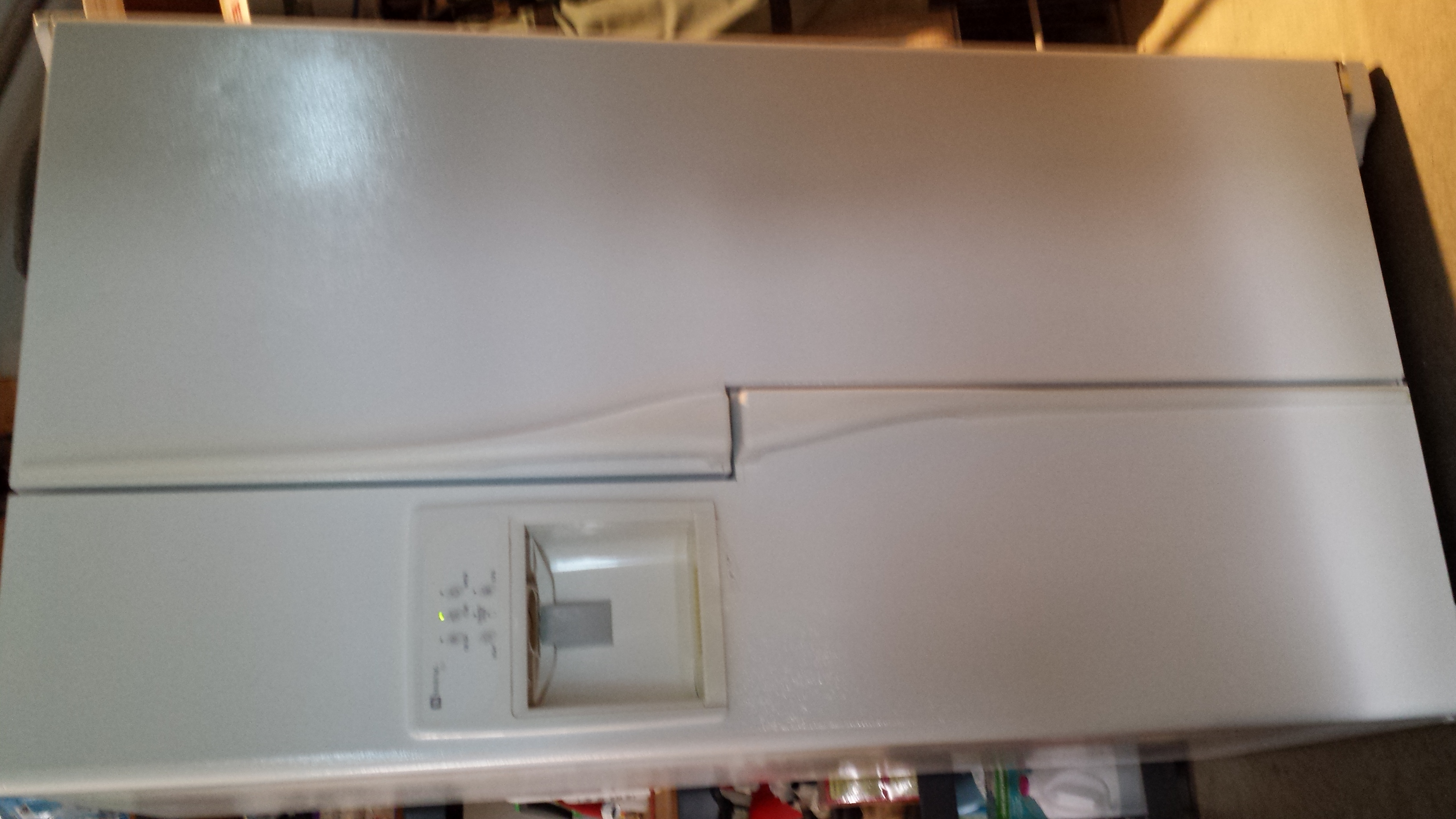 Maytag Wide-by-Side 26.8 cu.ft. white refrigerator/freezer