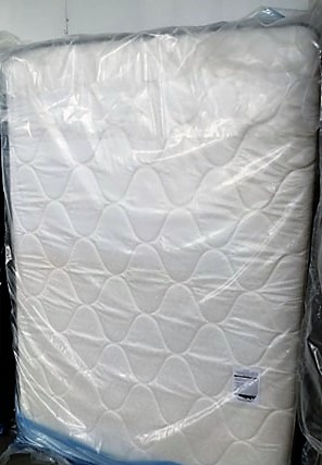 Brand new Queen Pillowtop Mattress Set in Plastic