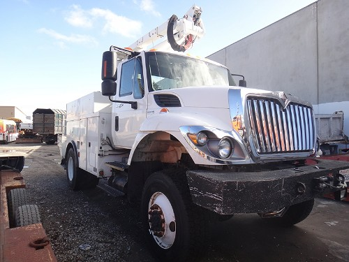 2008 INTERNATIONAL 7300 SFA 4X4 BUCKET TRUCK