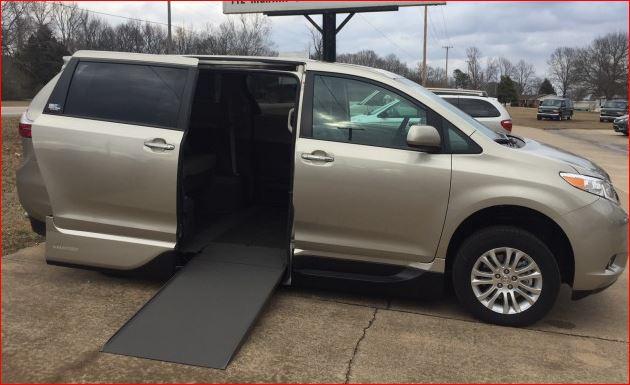 2017 Toyota Sienna XLE Wheelchair Handicap Mobility Van