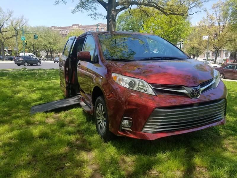 2018 Toyota Sienna XLE Mobility Handicap Wheelchair In-Floor 22k miles $39900