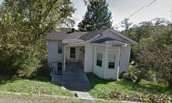 2 bedroom 1 bath fixer upper house in Grafton West Virginia!