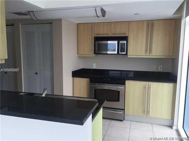 Miami Beach: 2/2 Open space apartment (Collins Ave., 33141)