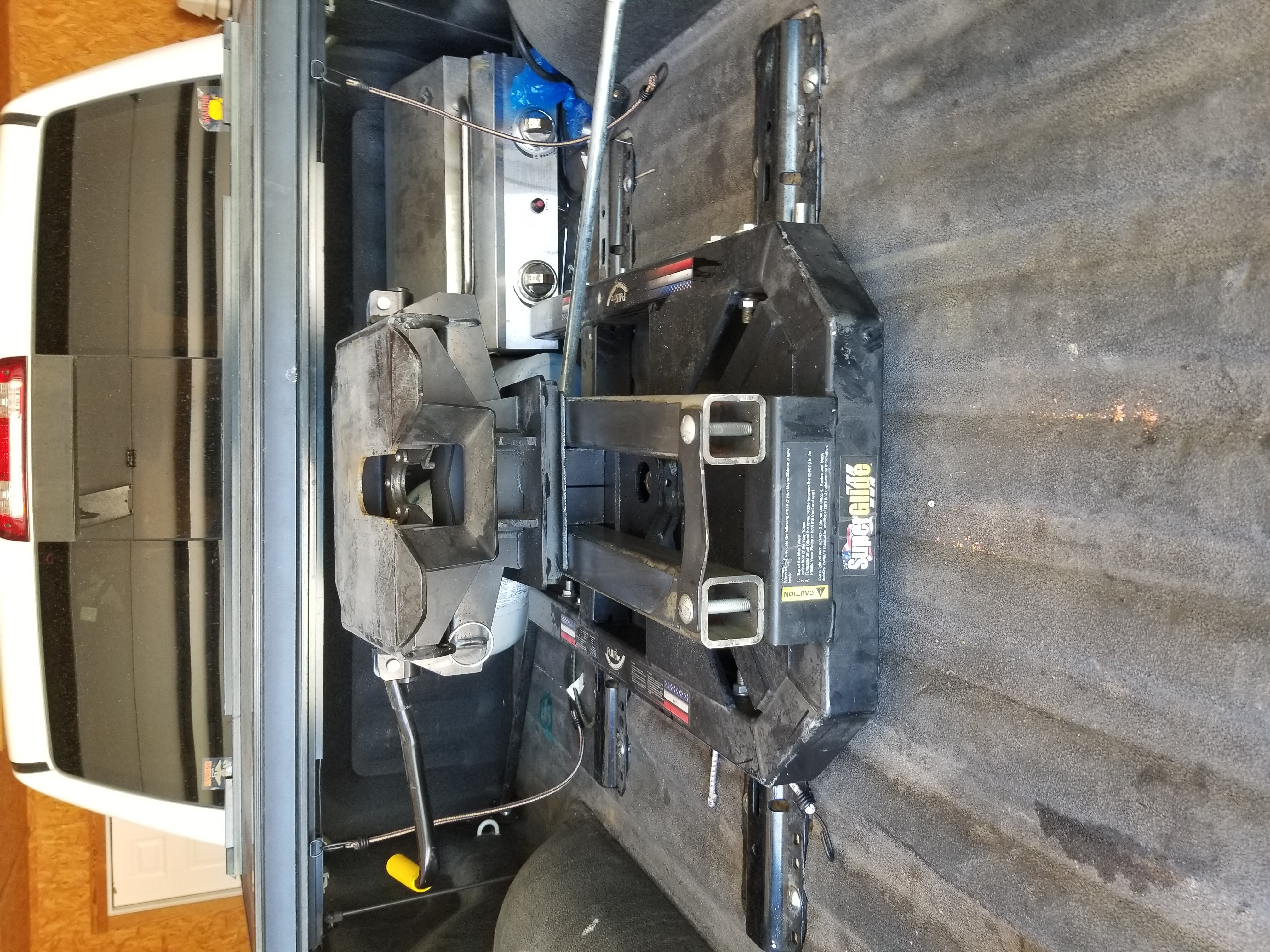 Superglide fifth wheel hitch