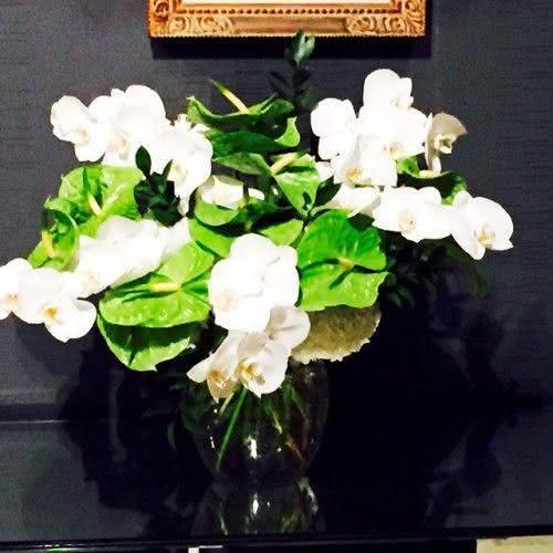 As flores que Miguel ganhou de Boninho pela volta do Video Show (Foto: Reprodução)