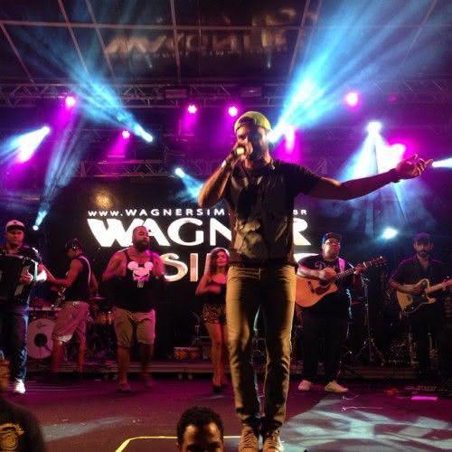 Wagner Simão se apresentando no Planeta Band (Foto: reprodução Instagram)