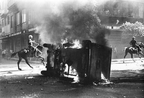 AJB/RIO - 19/02/04 OUTONO 64 - MOVIMENTO ESTUDANTIL DE 1968 - FOGO NA RURAL DO EXERCITO . FOTO PRODUZIDA EM 1968 FOTO: EVANDRO TEIXEIRA/AJB