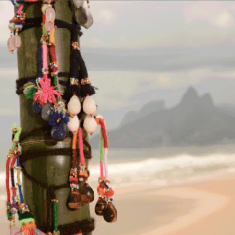"""A coleção """"Copacabana"""", uma homenagem ao bairro onde fica a loja de Tereza Xavier, se transformou em febre nos anos 2000 e representa perfeitamente o Brasil (Foto: Reprodução/Facebook)"""