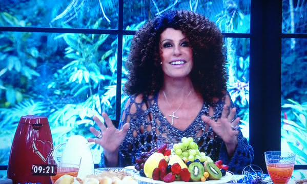 Ana Maria Braga de peruca afro para receber a dupla de Mister Brau (Foto: Reprodução)