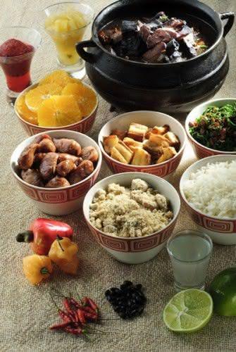 A Feijoada do Othon traz nove tipos de carnes, como paio, carne seca, lombo e costelinha de porco, e todos os ingredientes são servidos separadamente (Foto: Divulgação)