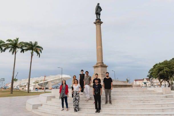 Durante o Fashion Business Rio, cinco novos estilistas irão desfilar pela primeira vez na Praça Mauá (foto: Divulgação)