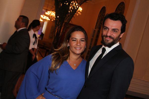Rodrigo Lombardi, acompanhado da esposa, Betty Baumgarten