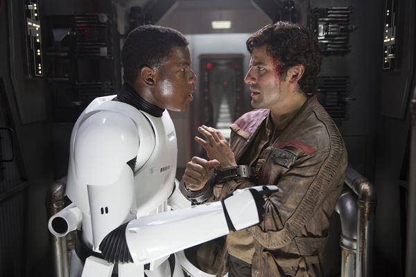 John Bolvino contracenando com Oscar Isaac (Foto: Divulgação)