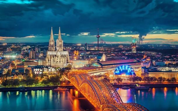 Vista aérea de Colônia e sua catedral imponente