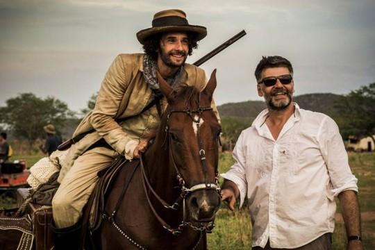 Rodrigo Santoro sendo dirigido por Luiz Fernando Carvalho (Foto: Divulgação/ Rede Globo)