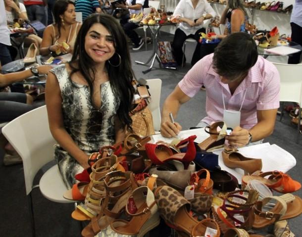 As compras durante a 40 Graus têm como um dos focos abastecer os lojistas para as grandes vendas para o Dia das Mães e festas juninas (Foto: Henrique Fonseca)