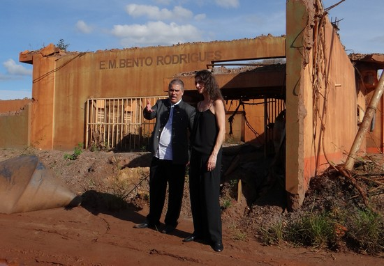 Maria Fernanda Cândido visito o distrito de Bento Rodrigues