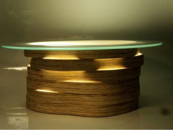A base da mesa de centro LIS é feita com (Foto: Divulgação)