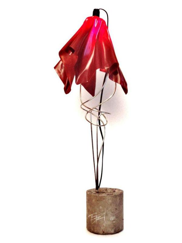A luminária Lumen, do arquiteto e designer André Marques, foi exposta na Semana de Design de Milão em 2015 (Foto: Divulgação)