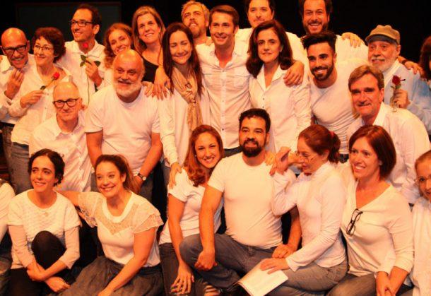 """Elenco das três gerações da peça """"A Aurora da Minha Vida"""" (Foto: AgNews)"""