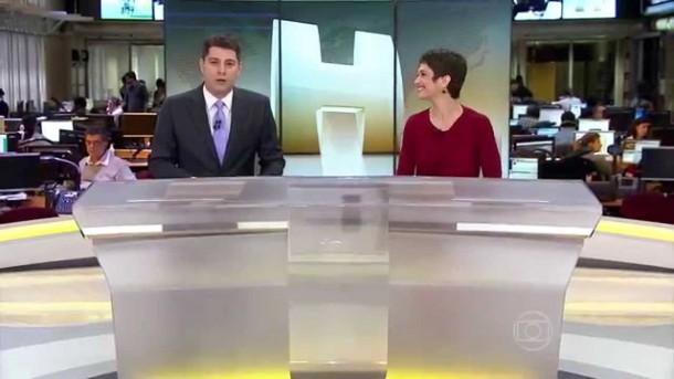 "Evaristo Costa e Sandra Annemberg na bancada do ""JH"" (Foto: Reprodução)"