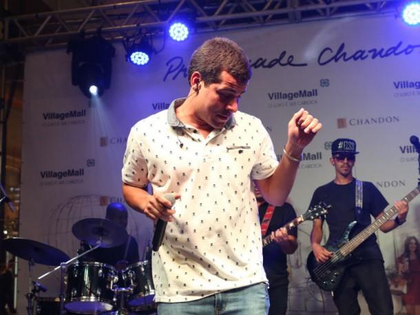 Thiago Martins em apresentação no Village Mall (Foto: Reinaldo Teixeira)