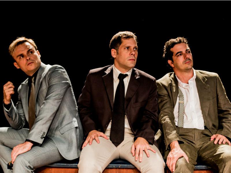 """A peça """"Esse Vazio"""" é interpretada pelos atores Gustavo Falcão, Sávio Moll e Daniel Dias da Silva (Foto: Divulgação)"""