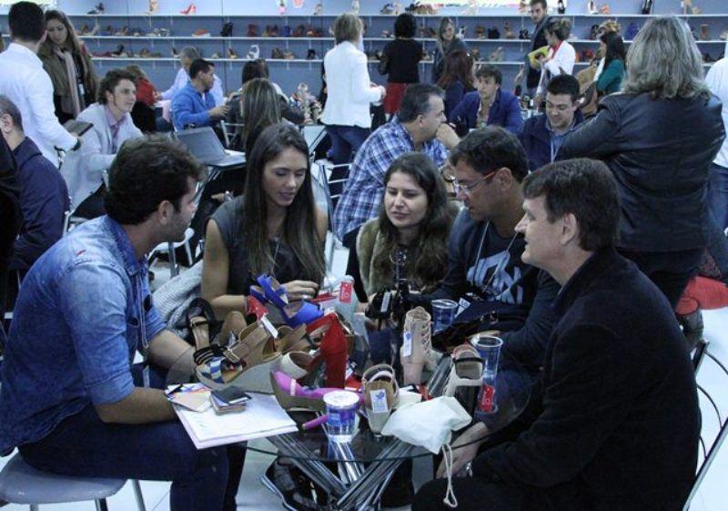 As negociações a pleno vapor no SICC (Foto: Henrique Fonseca)