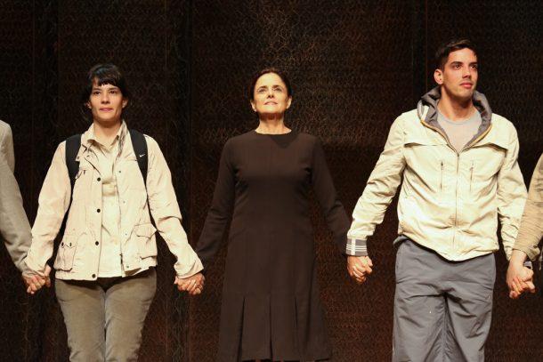 """Marieta Severo e elenco - Sessão da peça """"Incêncios"""" (Foto: Divulgação)"""
