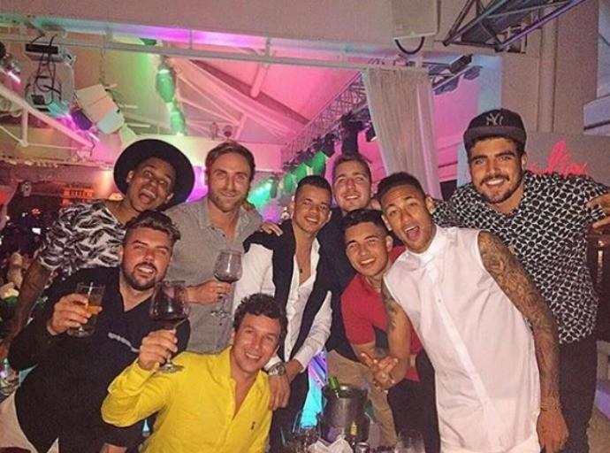 Neymar e os amigos curtem a noitada em Ibiza (Foto: Reprodução/Instagram)