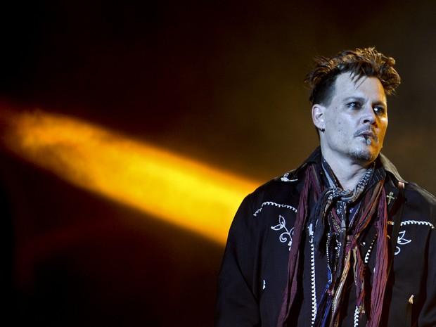Johnny Depp se apresentou ontem pela primeira vez depois da acusação de violência doméstica da ex Amber Heard (Foto: Reprodução)