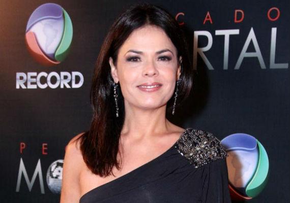 Ao longo dos 30 anos de carreira como atriz, Andréa já trabalhou por 20 anos na Rede Globo e há 10 anos atua na Record (Foto: Divulgação)