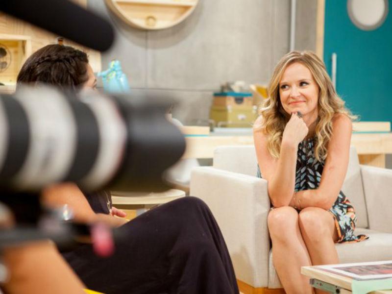 """Fernanda Rodrigues como apresentadora do programa """"Fazendo a Festa"""", do GNT (Foto: Reprodução)"""