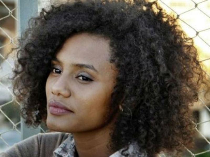 A atriz contou que já sofreu com comentários racistas por causa do cabelo crespo (Foto: Reprodução)