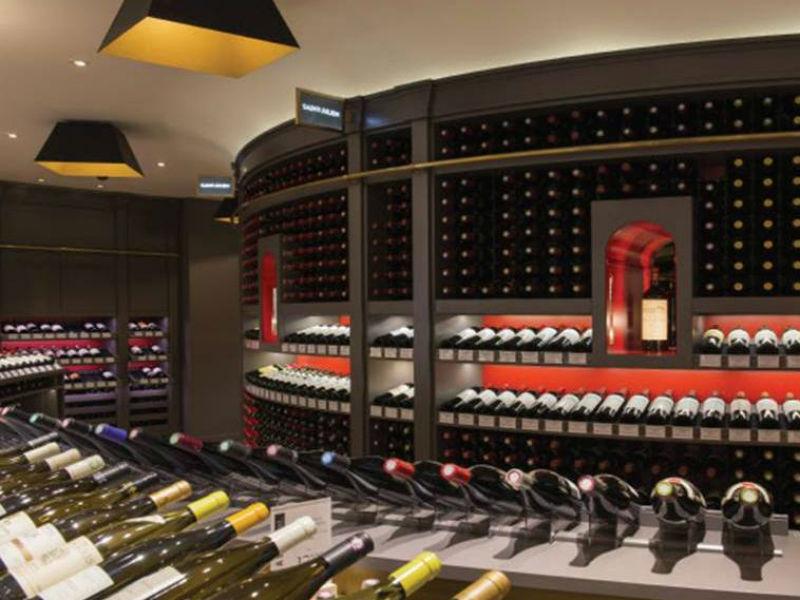 Degustação de vinho no primeiro andar da Galeries Lafayette (Foto: Divulgação)