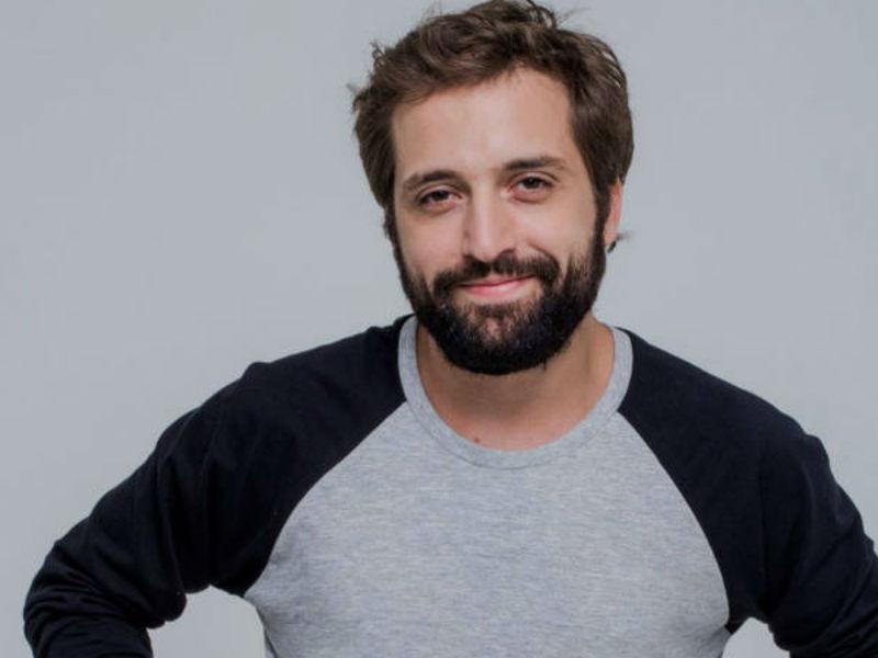 """Em outubro, Gregório estreia o filme """"Desculpe o Transtorno"""", com Clarice Falcão, Dnai Calabresa e grande elenco (Foto: Reprodução)"""