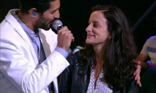 """A direto ganhou declaração de amor do maridão no palco do """"Amor & Sexo"""" (Foto: Divulgação)"""