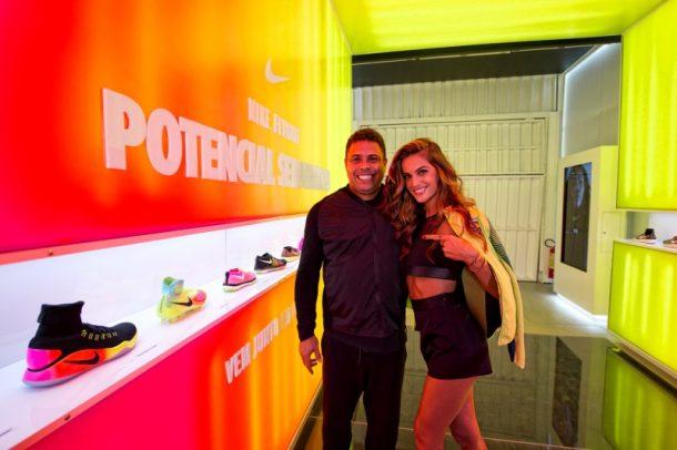 Ex-jogador Ronaldo e a top Izabel Goulart (Foto: Divulgação)