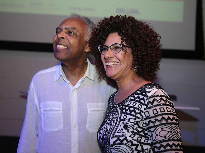 Gil e a autora Ana de Oliveira (Foto: Reprodução)
