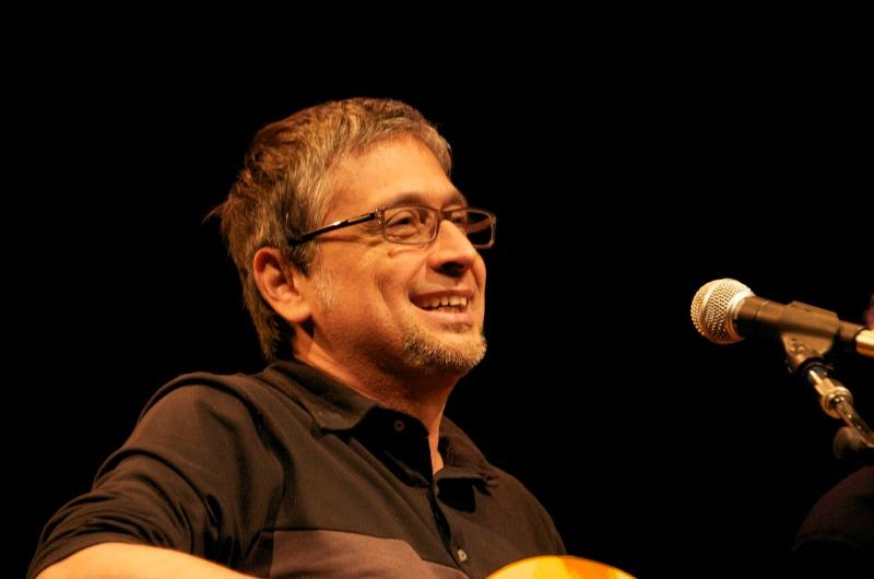 Em cada apresentação, Zé Renato receberá dois convidados para debater temas através da música (Foto: Reprodução)
