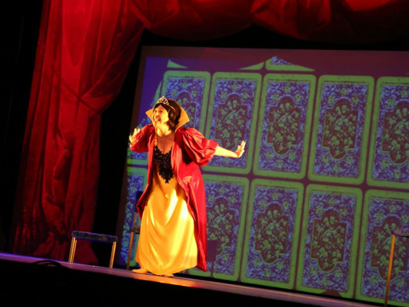 Debora Lamm como a Branca de Neve contemporânea (Foto: AgNews)